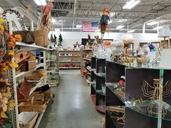 Thrift store in Tennessee selling household goods
